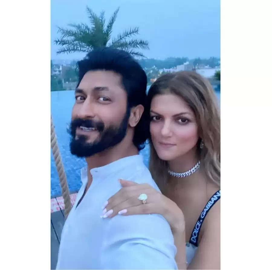 विद्युत जामवाल ने नंदिता मेहतानी संग की सगाई, सामने आई पहली फोटो