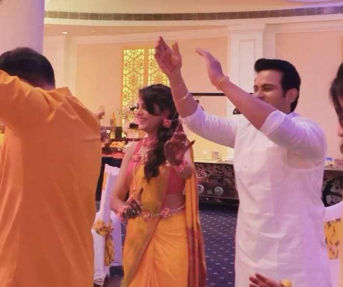सुगंधा और संकेत ने अपनी शादी में ढोल बजाए, सोशल मिडिया पर हुआ वायरल