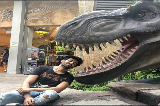 Karthik Aryan ने मास्क ना पहनने वालों को डराया