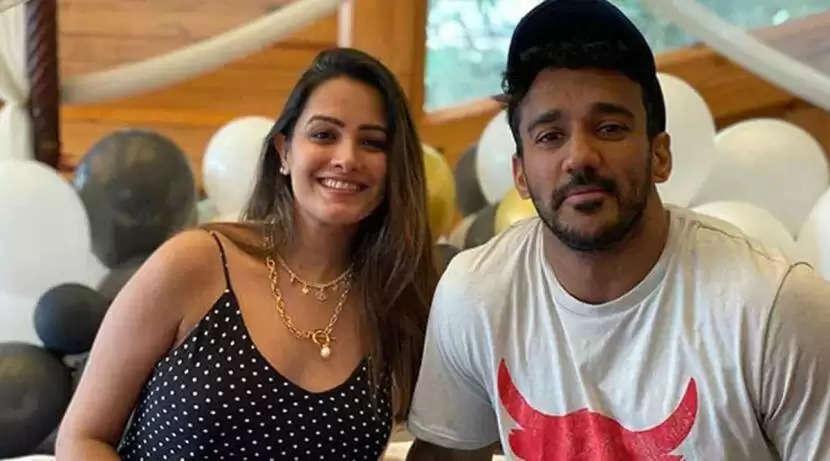 अनीता हसनंदानी ने अपने पति के साथ एक चैट साझा की