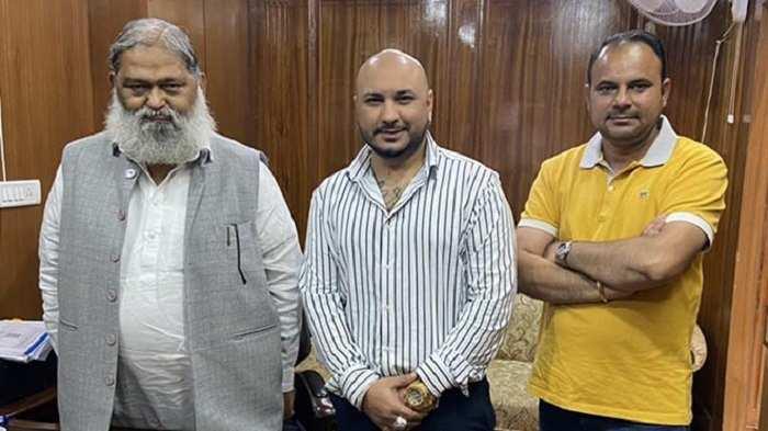 सिंगर बी प्रकाश ने हरियाणा के मंत्री अनिल विज से मुलाकात की, देखे तस्वीर