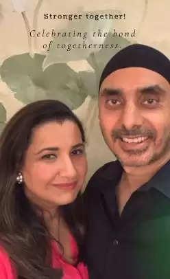 गायक सुखबीर सिंह ने प्यार भरे अंदाज में अपनी पत्नी डिंपी कौर को शादी की शालगिरह पूरे होने पर दी बधाई।